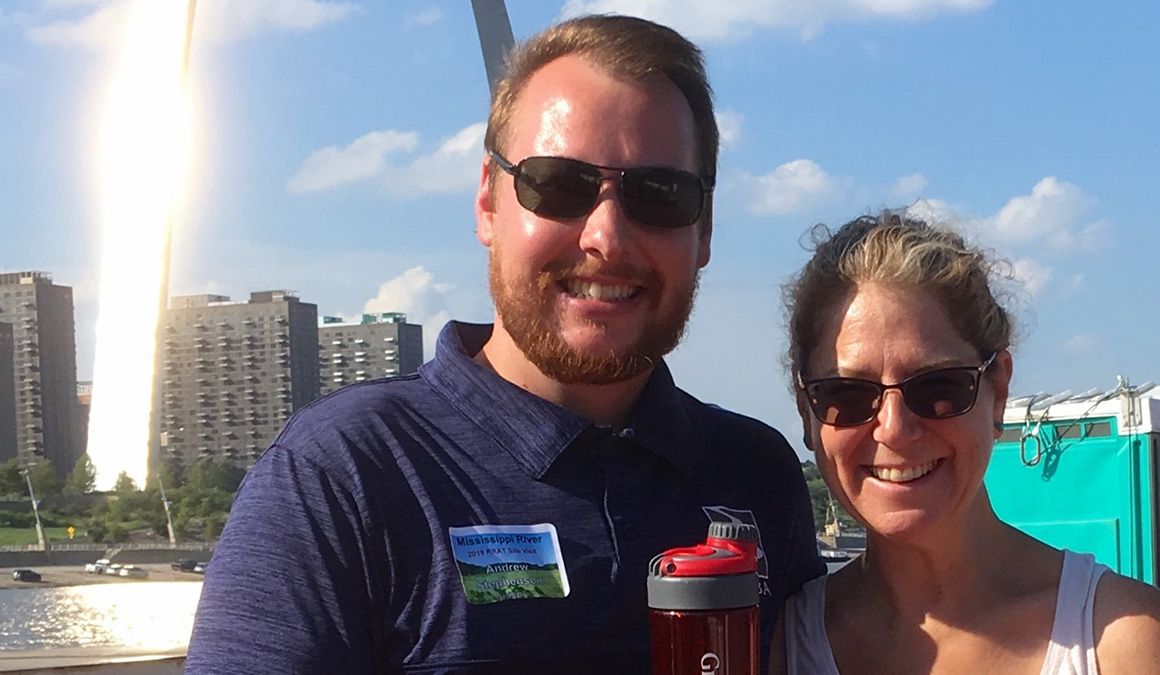 Barbara Charry '85 and Andrew Stephenson '10 stand in front of the St. Louis Arch.